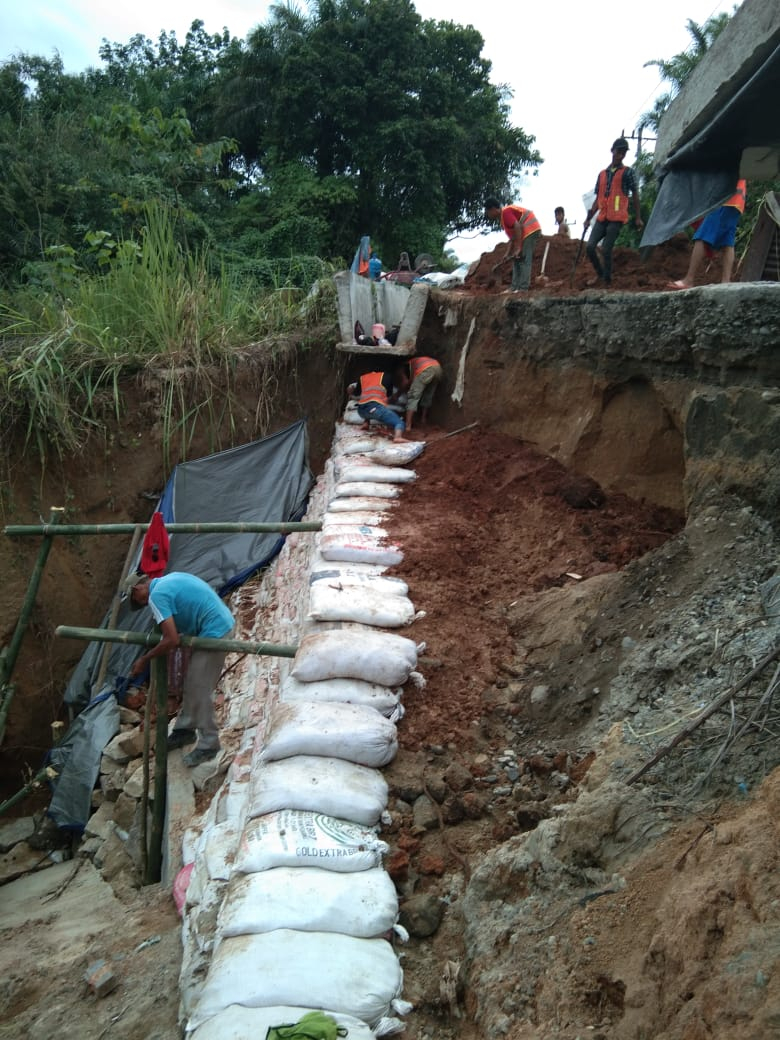 Penanganan longsor di ruas jalan Kisaran bts Simalungun -2018-10-16-at-12.32.43-1-1